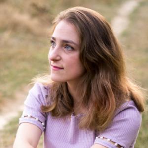 Jeanne Authier, graphiste spécialisée en logos et identités visuelles pour Wedding Planner