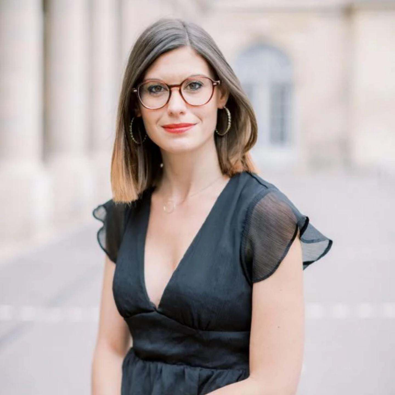 """<div><a href=""""https://lespassionnelles.fr/portfolio/justine-huette/"""">Justine Huette</a></div>"""